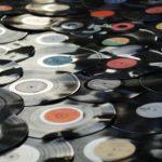 100均で壁にレコードを飾る方法・低コストで簡単にDIYするやり方まとめ